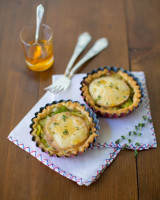 Goat's cheese tarts with leek