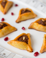 Triangle Fingerfood with merguez and pomegranate seeds