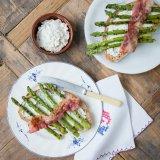 Green asparagus toast