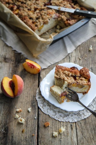 Amaretto Peach Crumble Cake