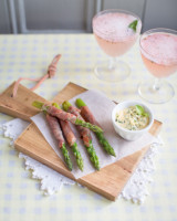Ham-wrapped asparagus with a strawberry basil fizz